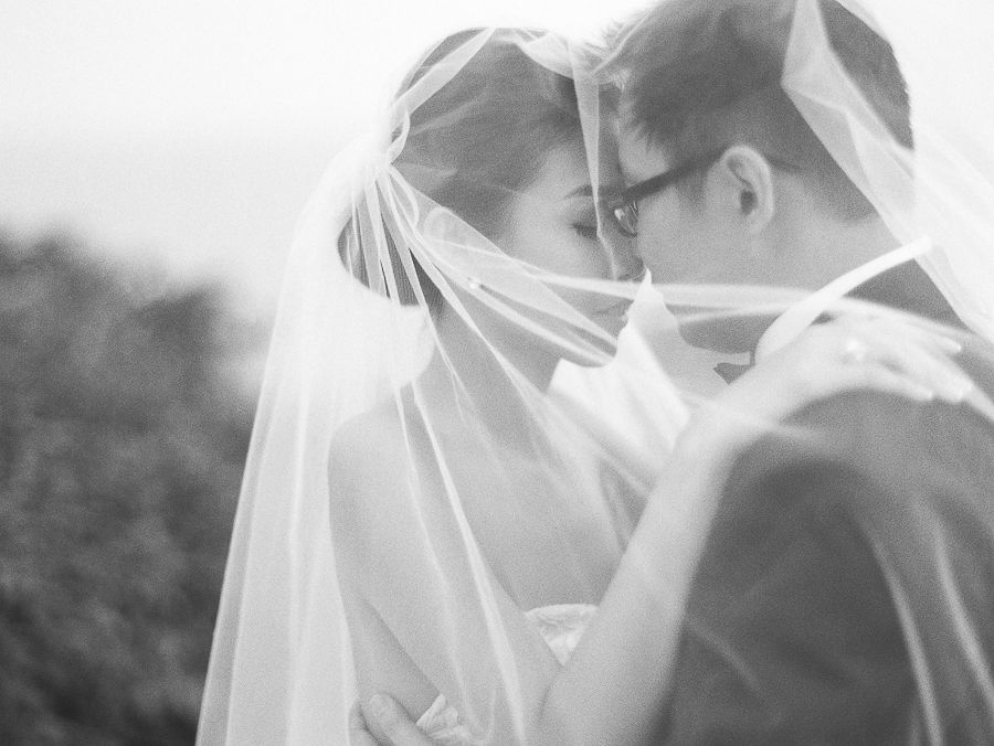 Ethereal White Wedding at Alila Villas Uluwatu: Francis and Fe