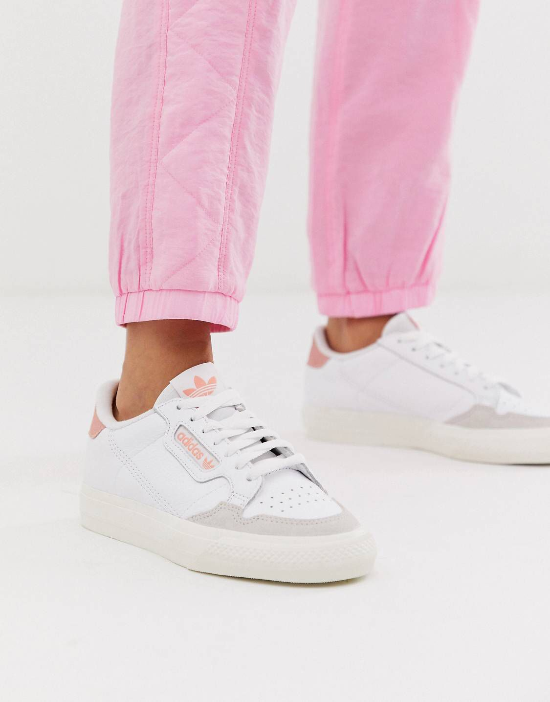 Pin de Ken en sneakersaholic | Zapatillas de moda mujer ...