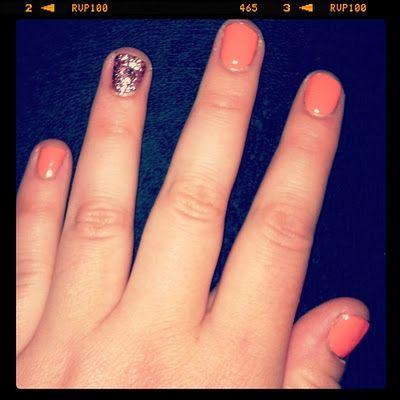 Glitter accent nail #coral #nails #glitter