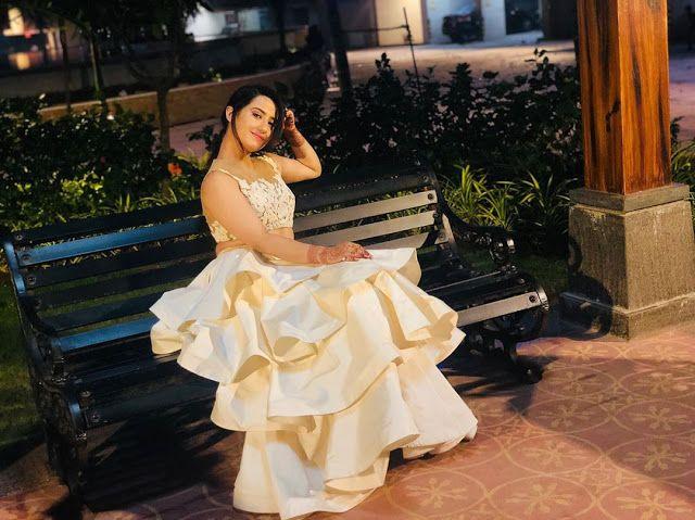 مسلسل حب خادع صورة اروهي تارا بطلة مسلسل حب خادع Strapless Dress Formal Indian Tv Actress Formal Dresses