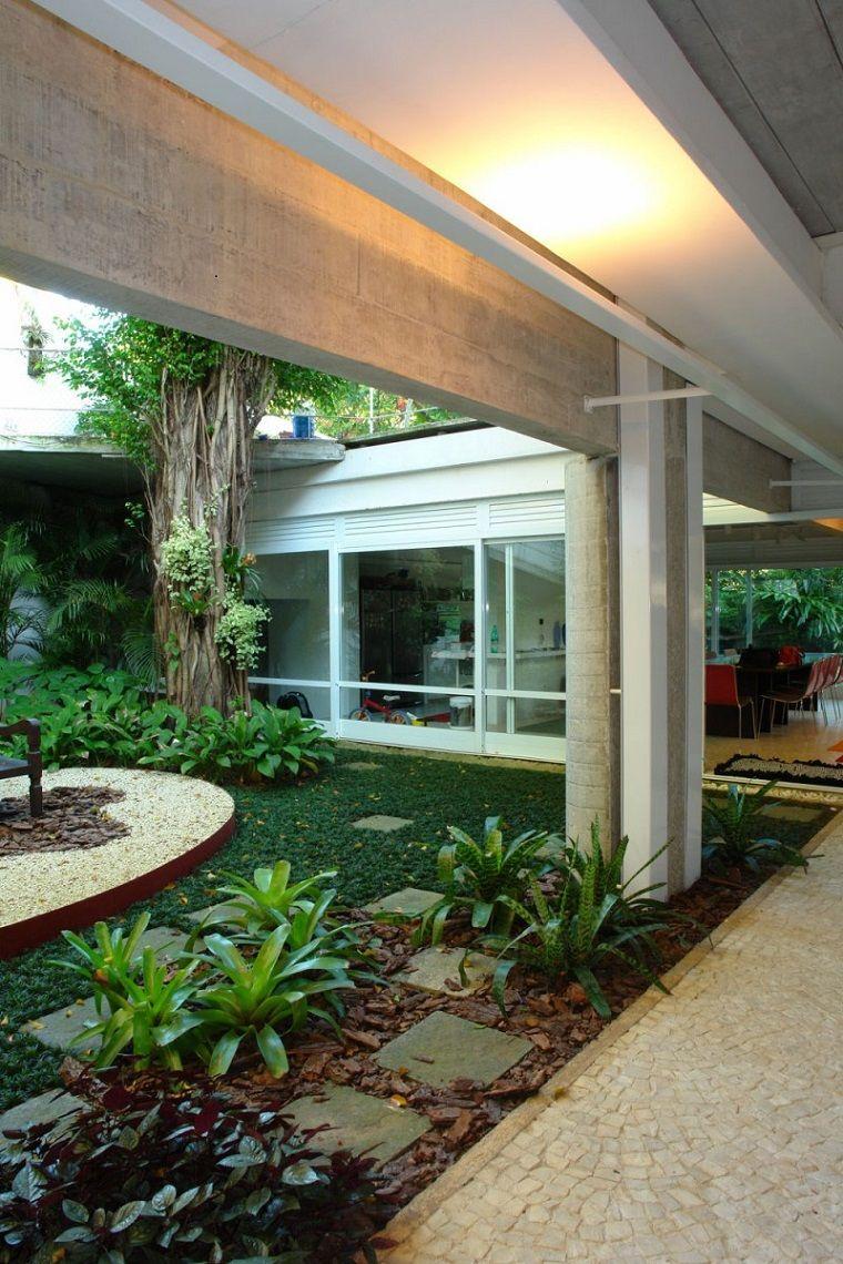 Patios interiores peque os ideas para una decoraci n moderna jardins patio interior - Decoracion patios interiores pequenos ...
