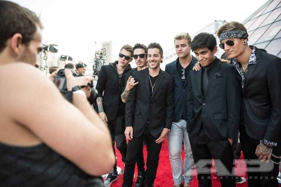 Walk The Red Carpet With This Exclusive Apmas Gallery Alternative Press Crown The Empire Ap Music Awards Cute Guys