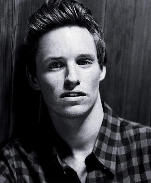 Eddie Redmayne, star of Les Misérables, wears a Band of Outsiders F/W '12 button-up in the December issue of InStyle