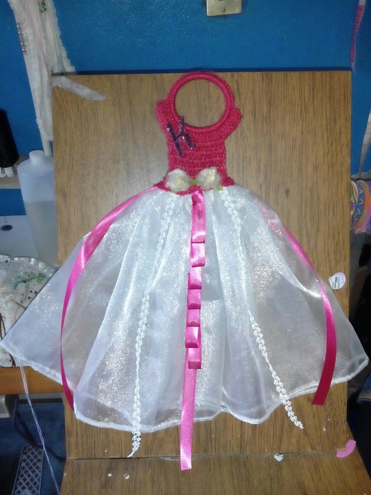 Una linda idea para colgar diademas y moños