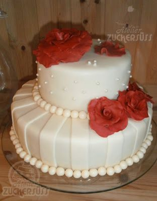 Atelier Zuckersüss: ivory wedding cake with red roses