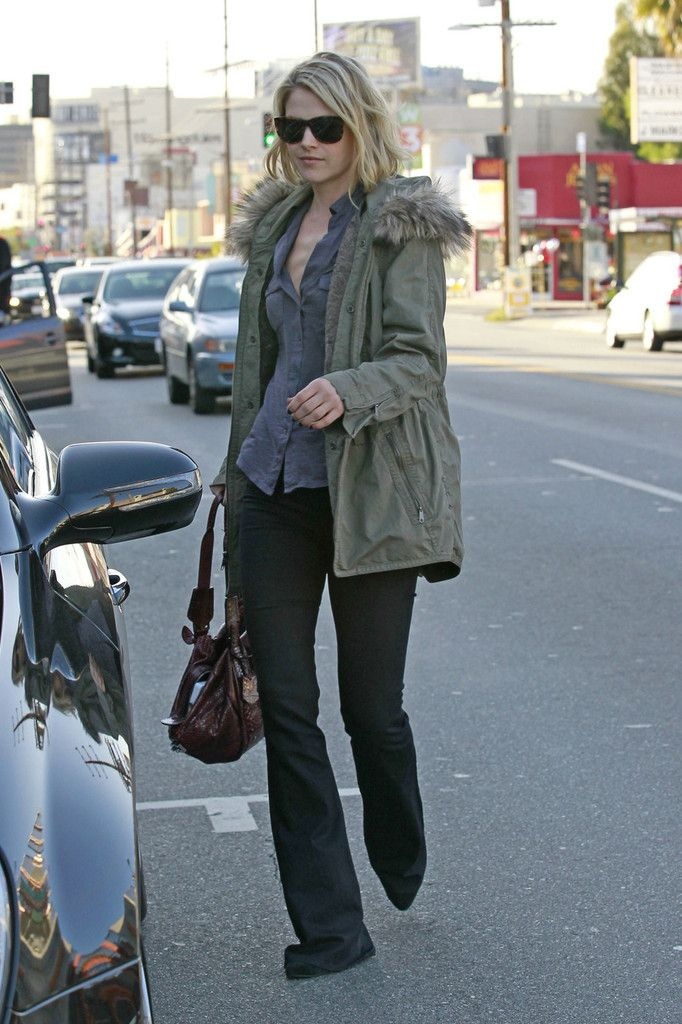 Ali Larter Flare Jeans - Flare Jeans Lookbook - StyleBistro