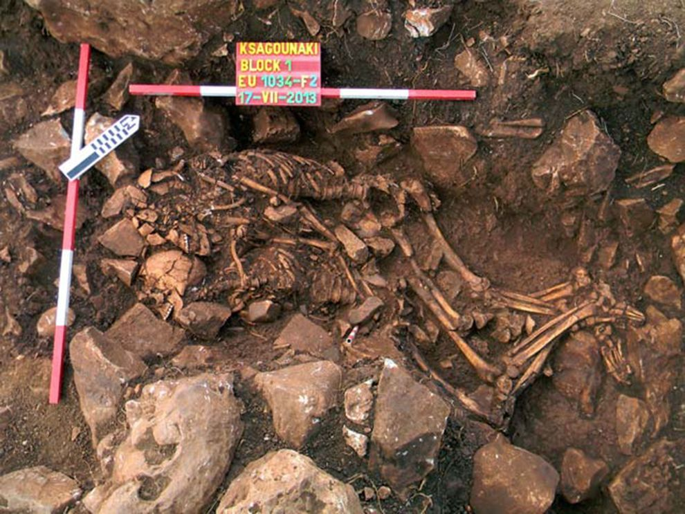 The Remains Of A Stone Age Couple Found In A Spooning Embrace Greek Culture Couples Archeologist