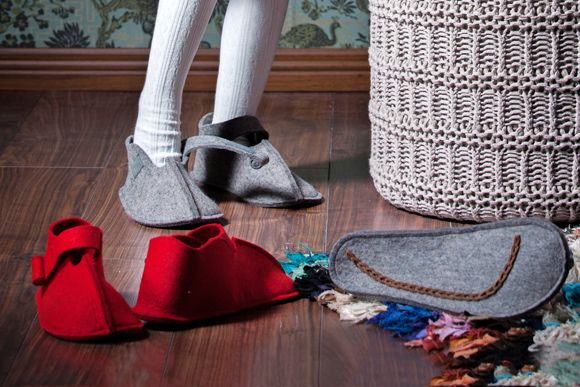 Tee itse huopatohvelit – Kotiliesi. Felt slippers by PIa Heilä for Lankava Oy.