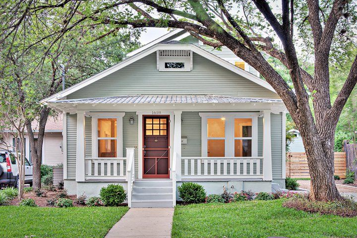 clarksville cottage traditional exterior paint color benjamin moore saybrook sage standing. Black Bedroom Furniture Sets. Home Design Ideas