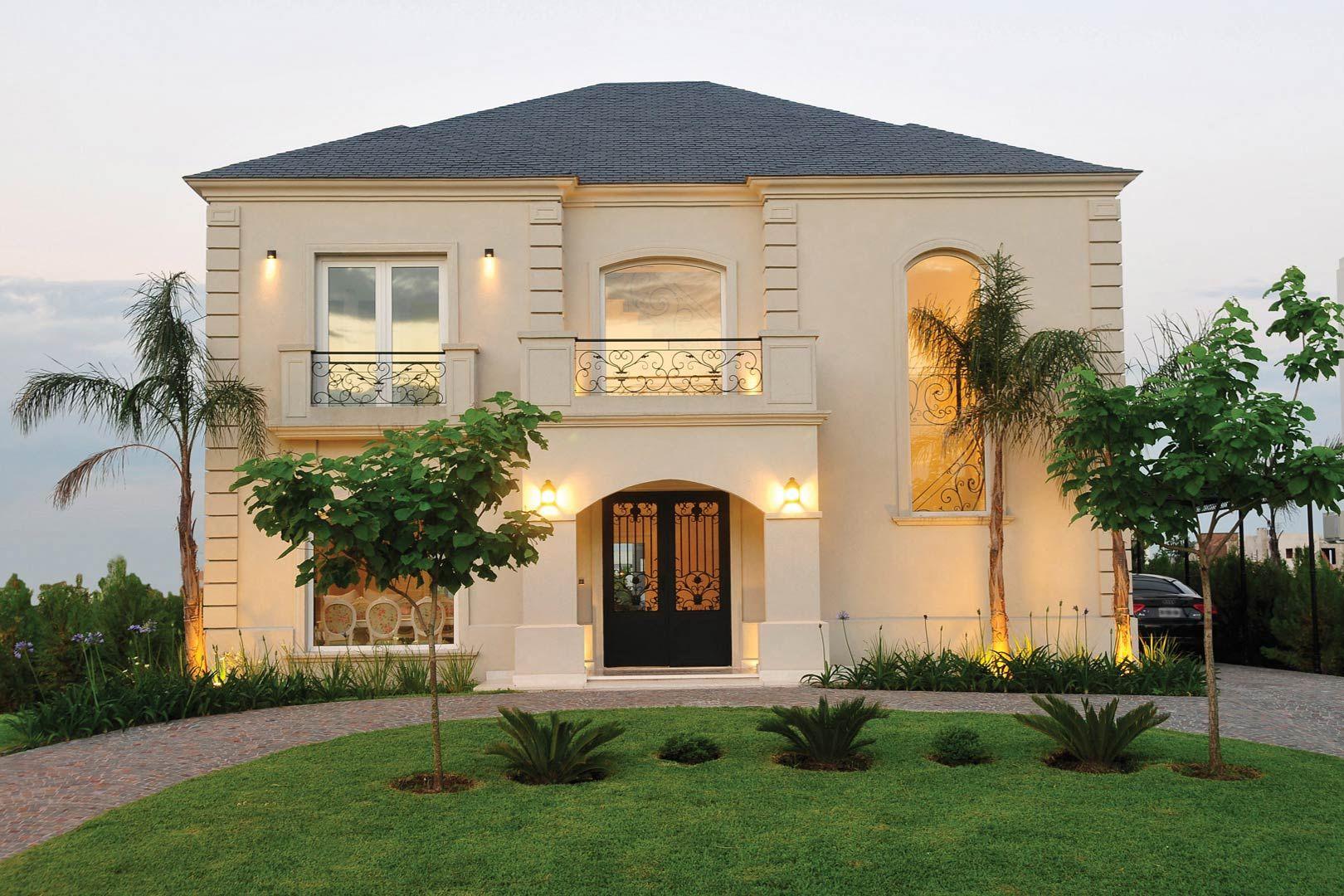 Casa de 358 m2 estilo clasico con piscina y muelle a la for Fachadas de casas estilo clasico