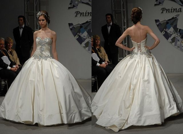 Pnina Tornai!! I'm in love with this dress!  I hope when the day comes I will love it just as much as I do now!!