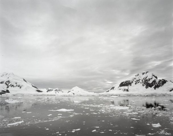 Hans-Christian Schink, Antarctica 1, 2010, C-Print/Diasec, 178 x 215 cm und 121 x 145 cm, Auflage 5 + 3