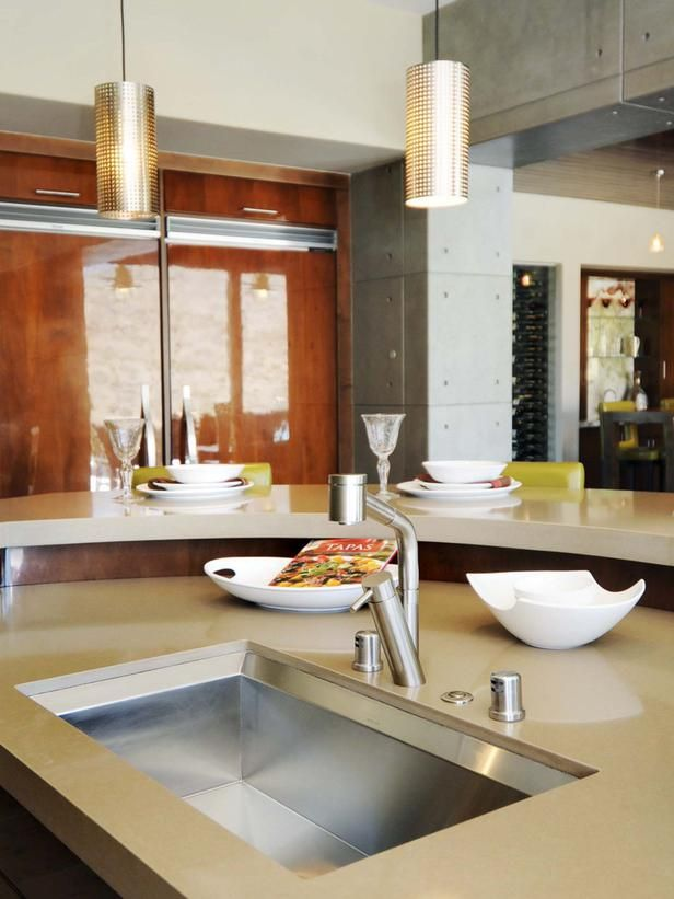 Contemporary Kitchen The high gloss finish of the cabinets, pendant - ernestomeda barrique