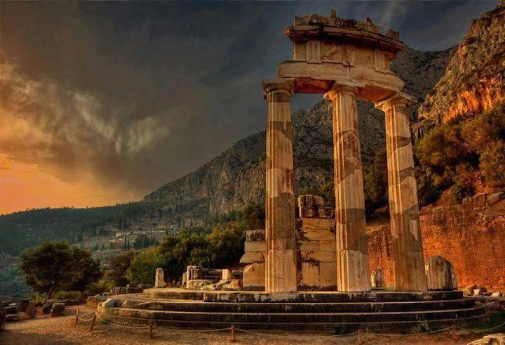 temple of athena in Delphes