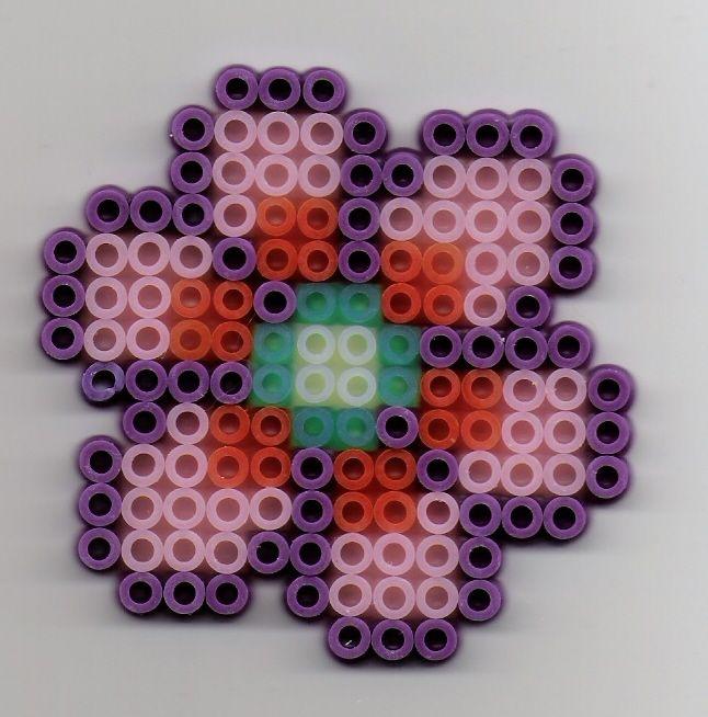 blume b gelperlen perler bead flower perler bead ideas b gelperlen blumen und b gel. Black Bedroom Furniture Sets. Home Design Ideas
