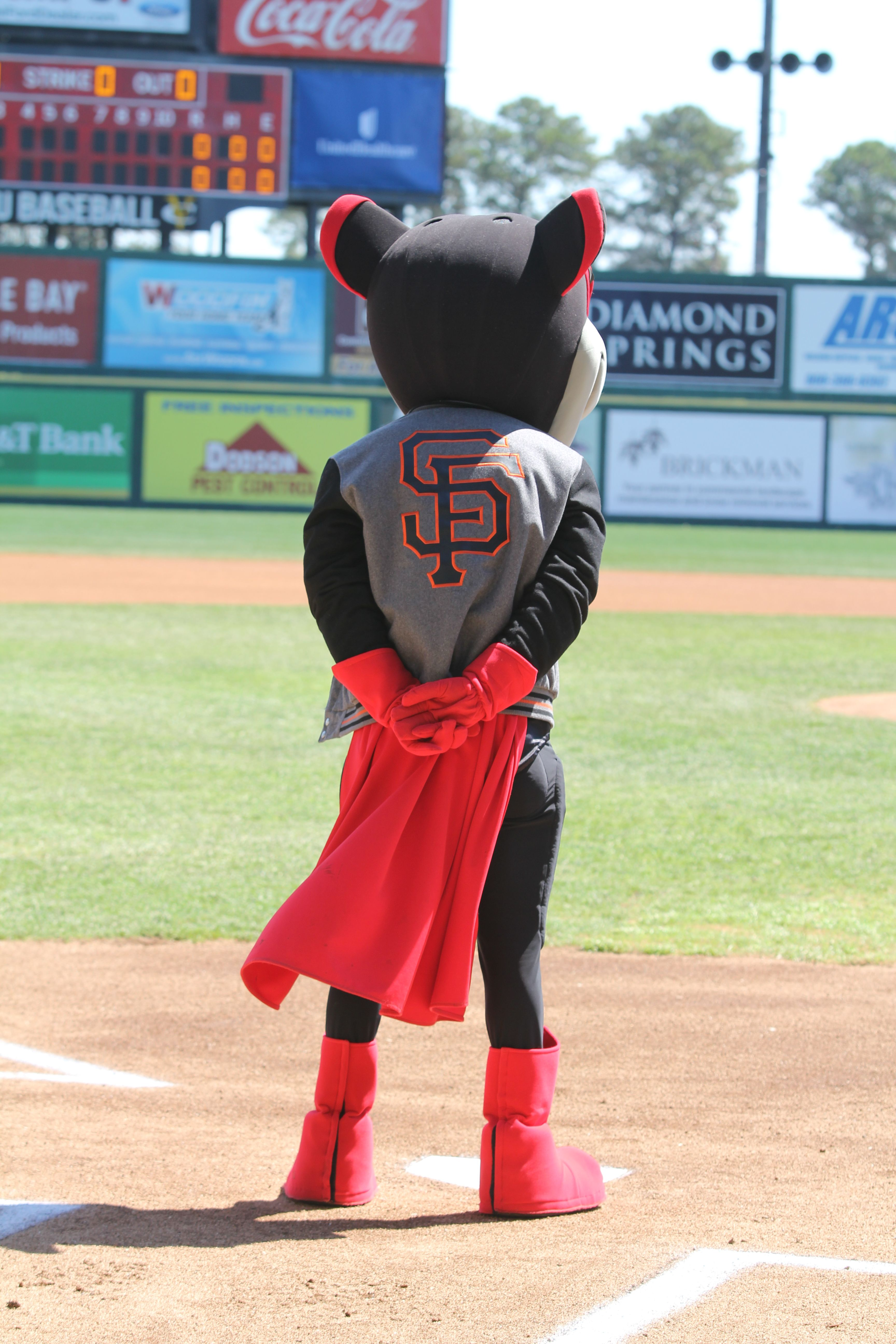 Nutzy Rocks His Giants Jacket Before First Pitch Richmond Flying Squirrels Flying Squirrel Squirrel Giants