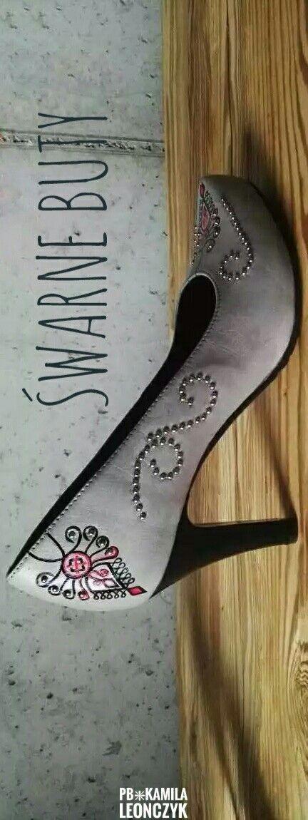 Szare Szpilki Z Parzenicami Na Niskim Obcasie Recznie Robione Skorzane Buty Inspirowane Kultura Goralska Bardzo Delikatne Szp Shoes Stiletto Heels Stiletto