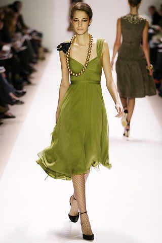 Monique Lhuillier Fall 2005 Ready-to-Wear Fashion Show - Vlada Roslyakova