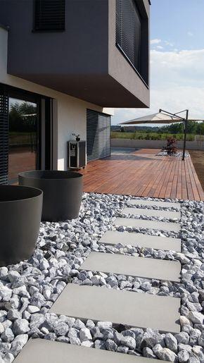 WhiteCube \u2013 ein modernes Architektenhaus in Wiener Neustadt - Vorgarten Moderne Gestaltung