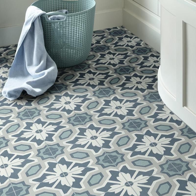 Revetement Pvc Largeur 3m Eleanor Ceramica 575 Bleu Leoline Ivc In 2020 Vinyl Flooring Bathroom Vinyl Flooring Ceramica