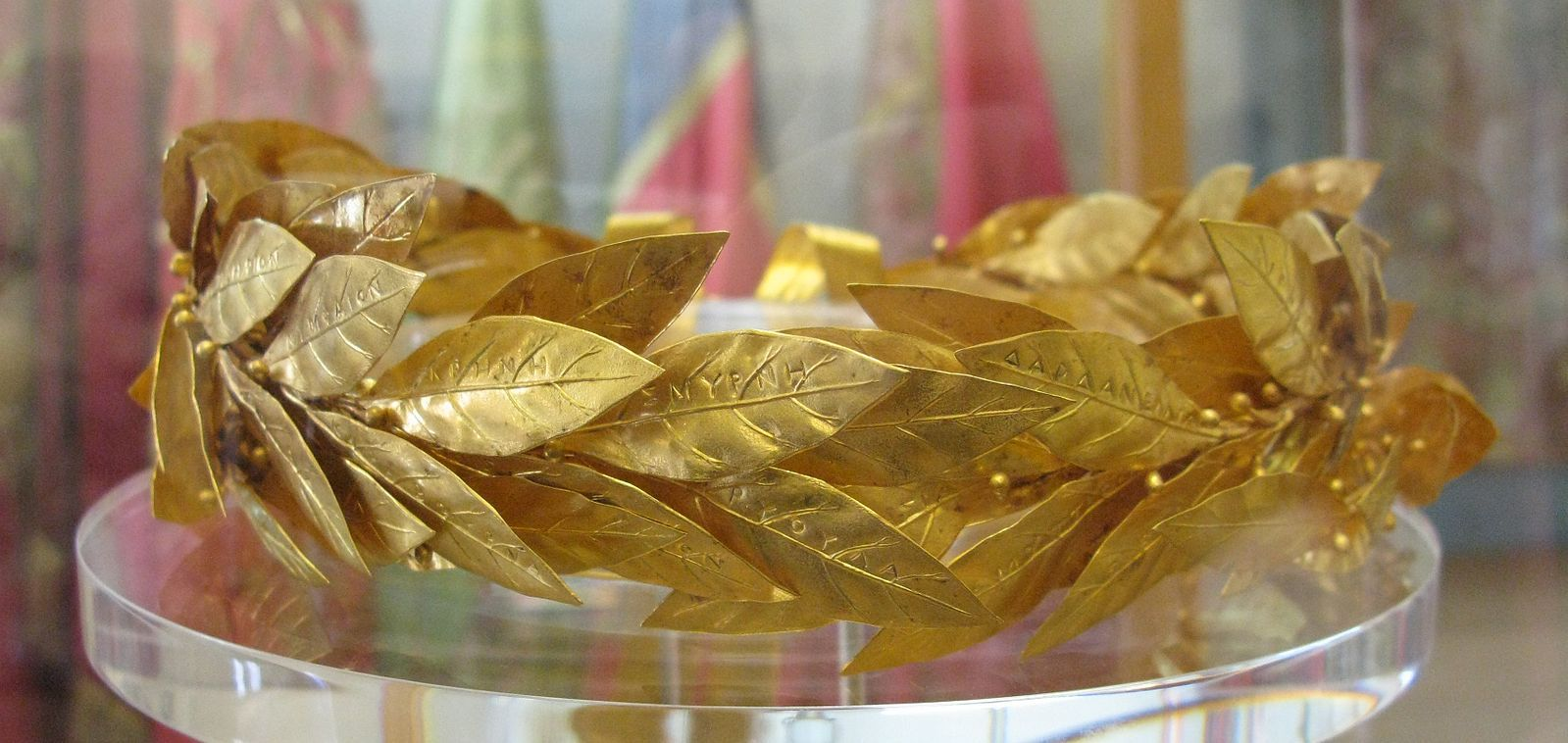 File:Golden wreath of laurel leaves (4552508862).jpg