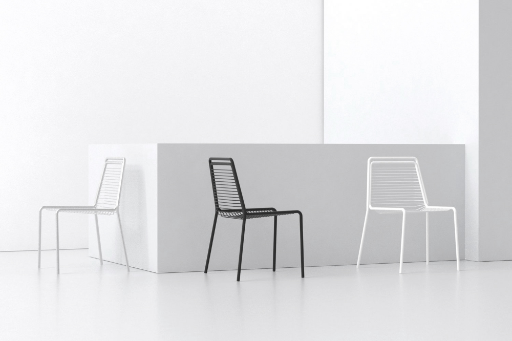 Ante Scorrevoli In Plexiglass.This Beautifully Minimal And Elegant Chair Has Been Designed By