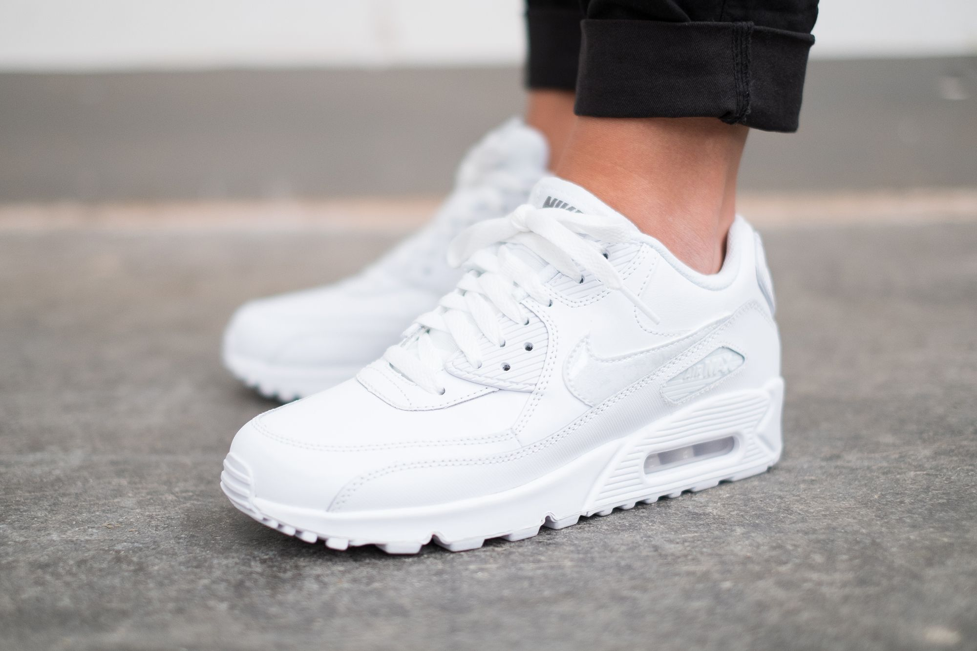 Ladies The Nike Air Max 90 Leather Gs Is Available At Our Shop Now Eu 35 5 40 100 White Nike Shoes Nike Shoes Women White Nike Shoes Womens