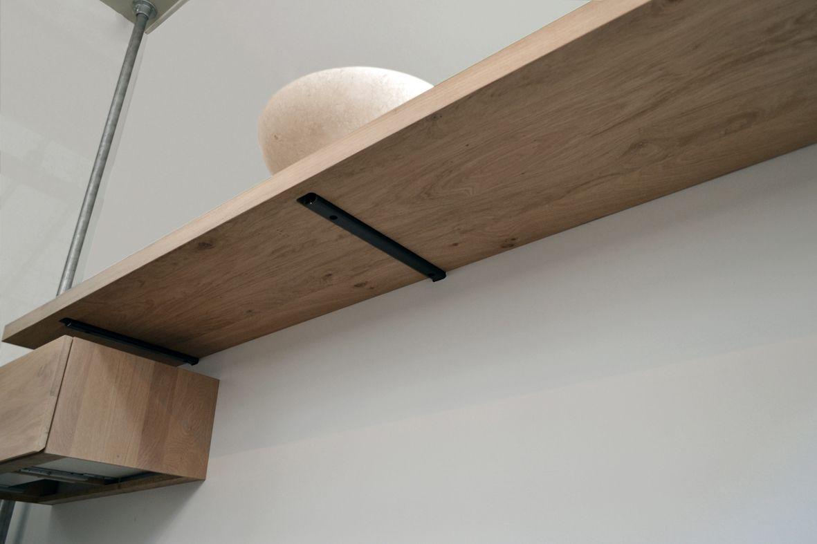 Plank Met Onzichtbare Bevestiging.Wandbeugel Libra Voor Blinde Bevestiging Van Zwevende Wandplank Of