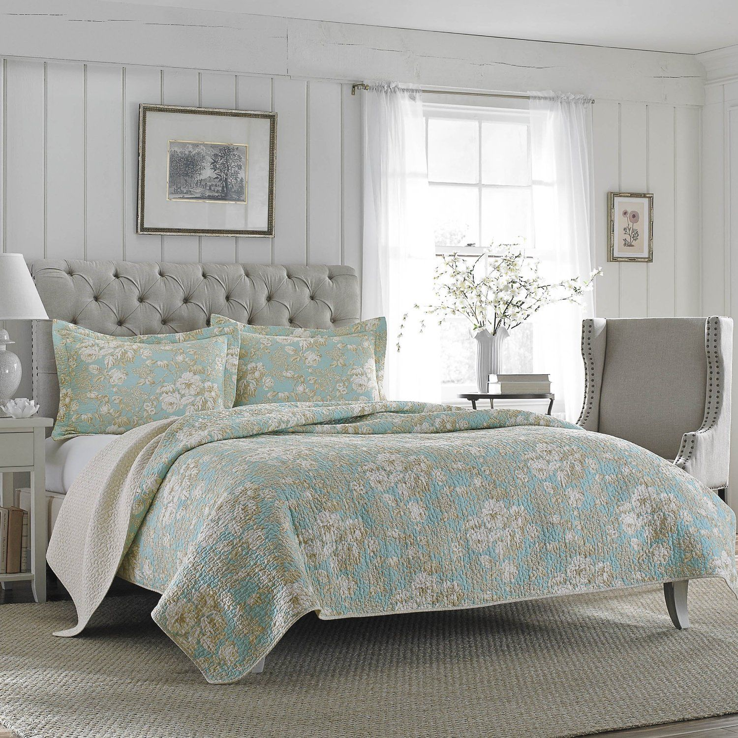 Amazon Com Laura Ashley Brompton Serene Reversible Quilt Set