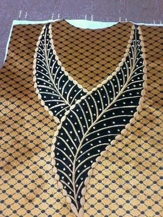 Pin By Ramani Munny On Schema Broderie Encolure Neck Designs Neck Pattern Embroidery