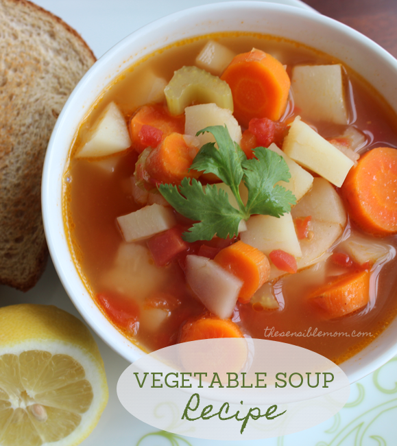 Looking for a light and healthy soup? Try this Recipe for Vegetable Soup! #vegetarian
