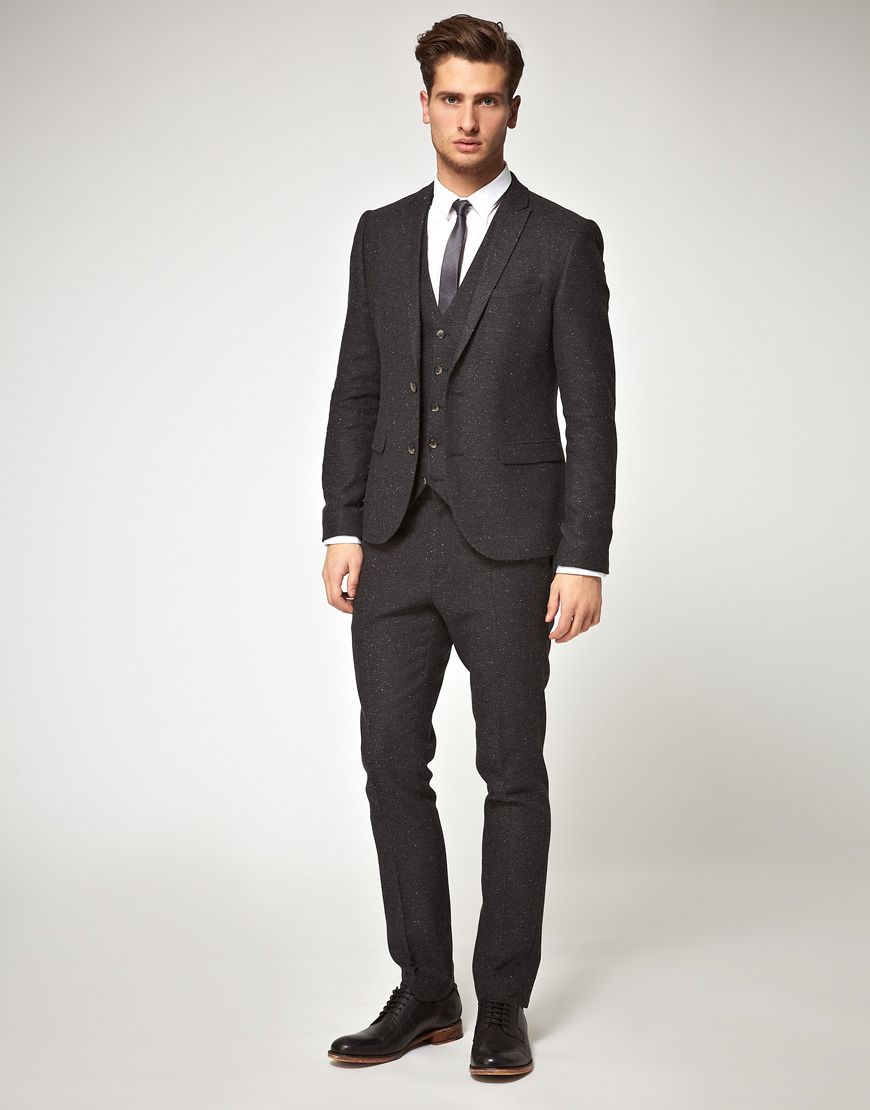 Skinny tie, narrow pants, vest w jacket open. Kinda casual, kinda ...