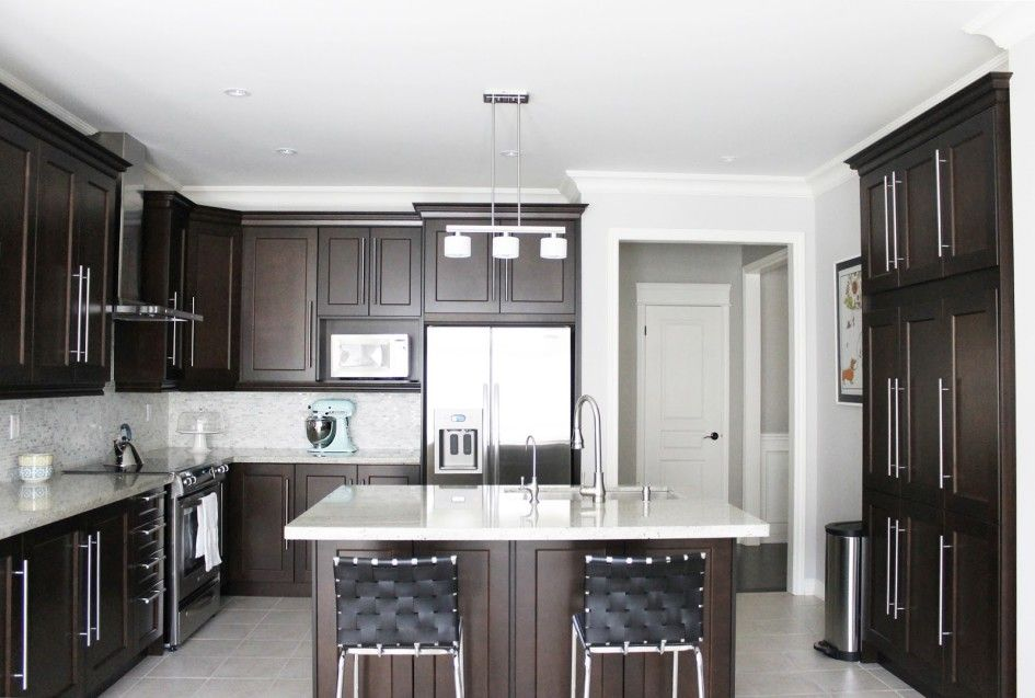 Kitchen, Modern Classic Kitchen Design With Dark Maple ... on Maple Cabinets With Dark Countertops  id=39728