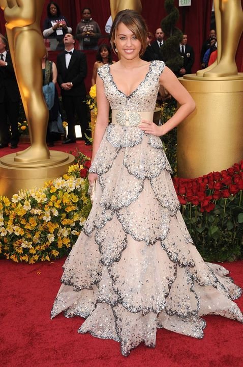 The Best Young Hollywood Oscar Dresses of All Time | Miley cyrus ...