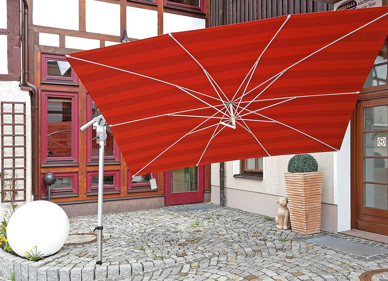roter ampelschirm quadratisch als sonnenschutz f r die terrasse balkon oder garten. Black Bedroom Furniture Sets. Home Design Ideas