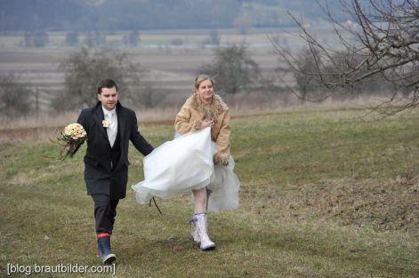 Der Schlechtem Gummistiefel Hochzeitsfotos Wetter Bei QeEdBWrxCo