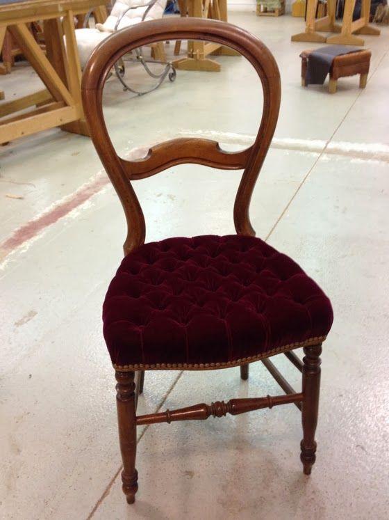 Tapissiere A L 39 Ancienne Restauration De Meubles Et Marqueterie D 39 Art Upholstery Chaise Capitonnee Restaurer Meuble Mobilier De Salon