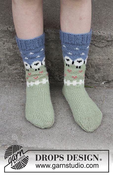Socken mit mehrfarbigem Muster in DROPS Flora. Größe 24 - 34 ...