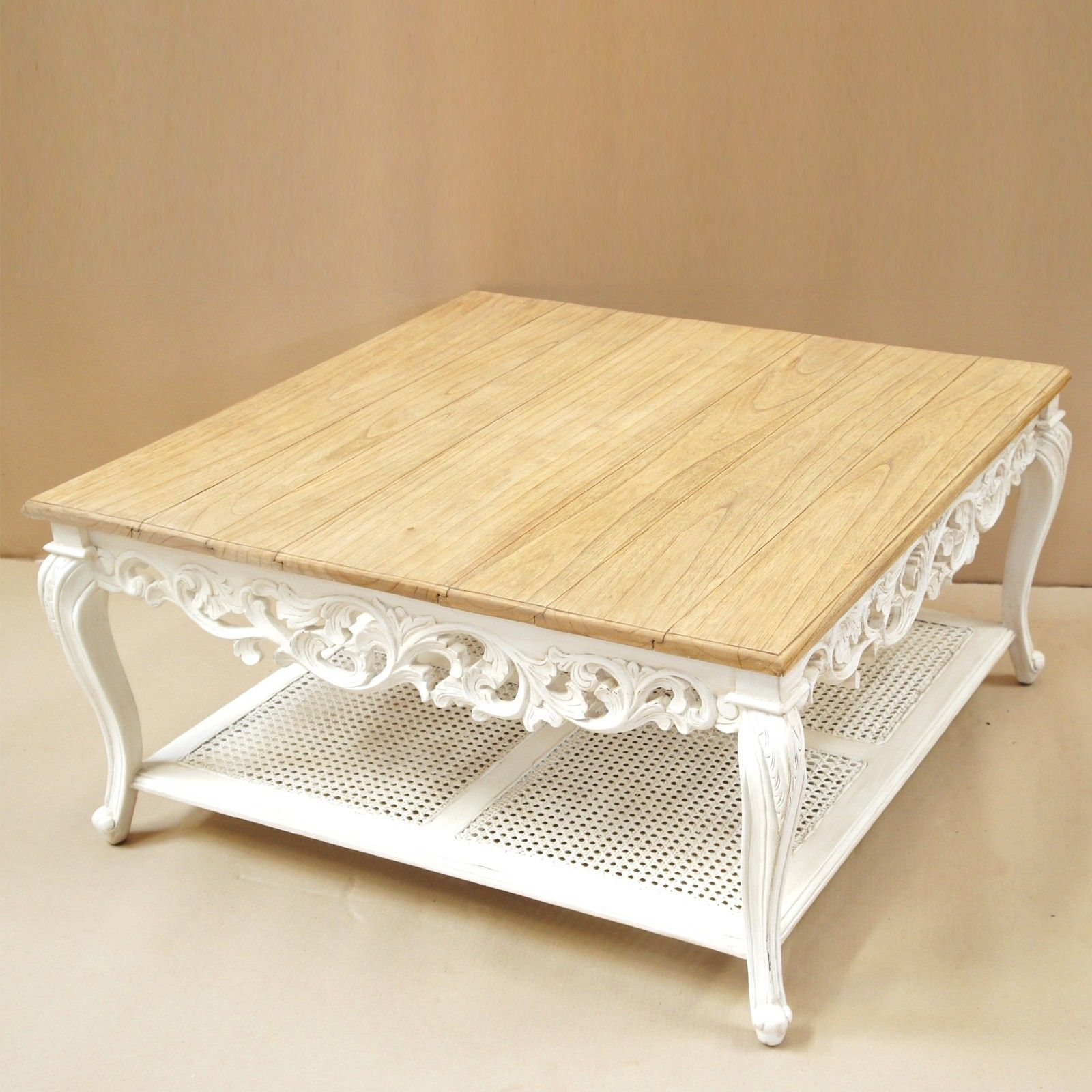 table basse sculpt e de style shabby chic le plateau est en c dre blanc massif belle finition. Black Bedroom Furniture Sets. Home Design Ideas