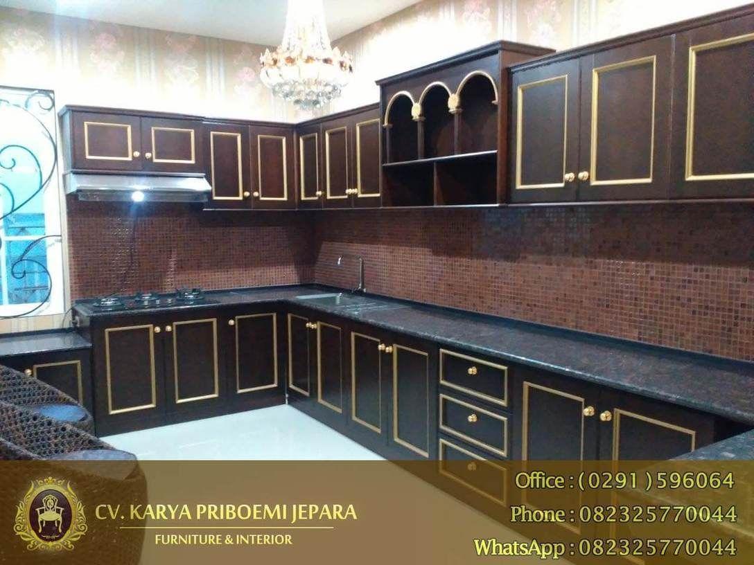 Kitchen Set Yang Terbuat Dengan Menggunakan Material Kayu Jati