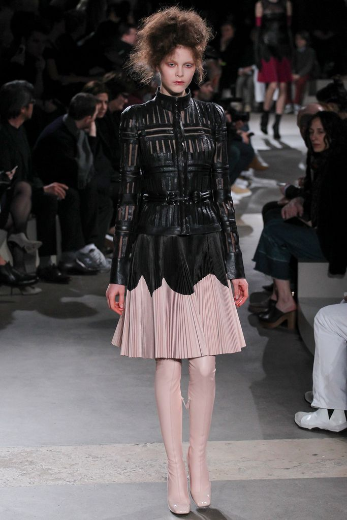 Alexander McQueen Fall 2015 Ready-to-Wear