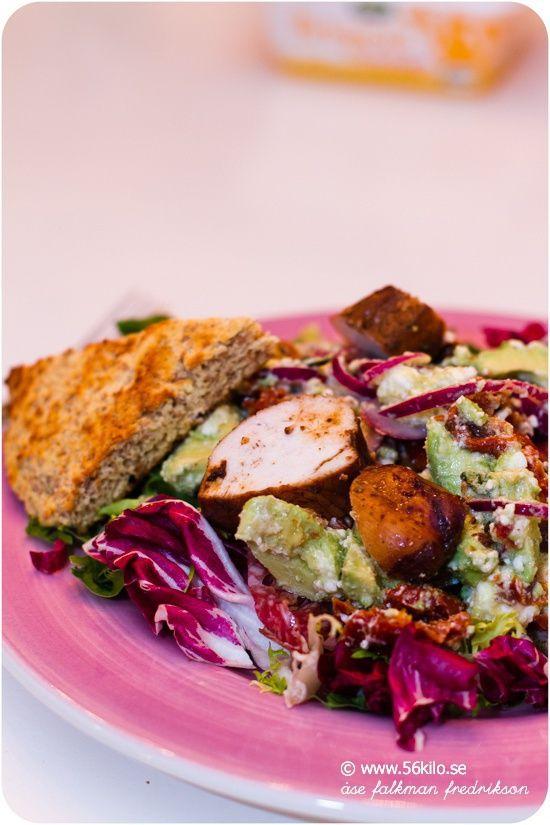 Hähnchensalat mit Avocado und Feta-Käse