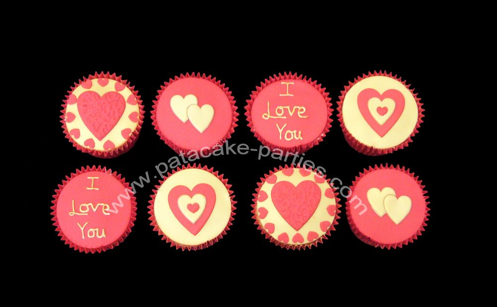 - Red and gold Valentine's Day cupcakes... Light and fluffy vanilla sponge cupcakes, filled with a vanilla buttercream and then topped with sugarpaste.
