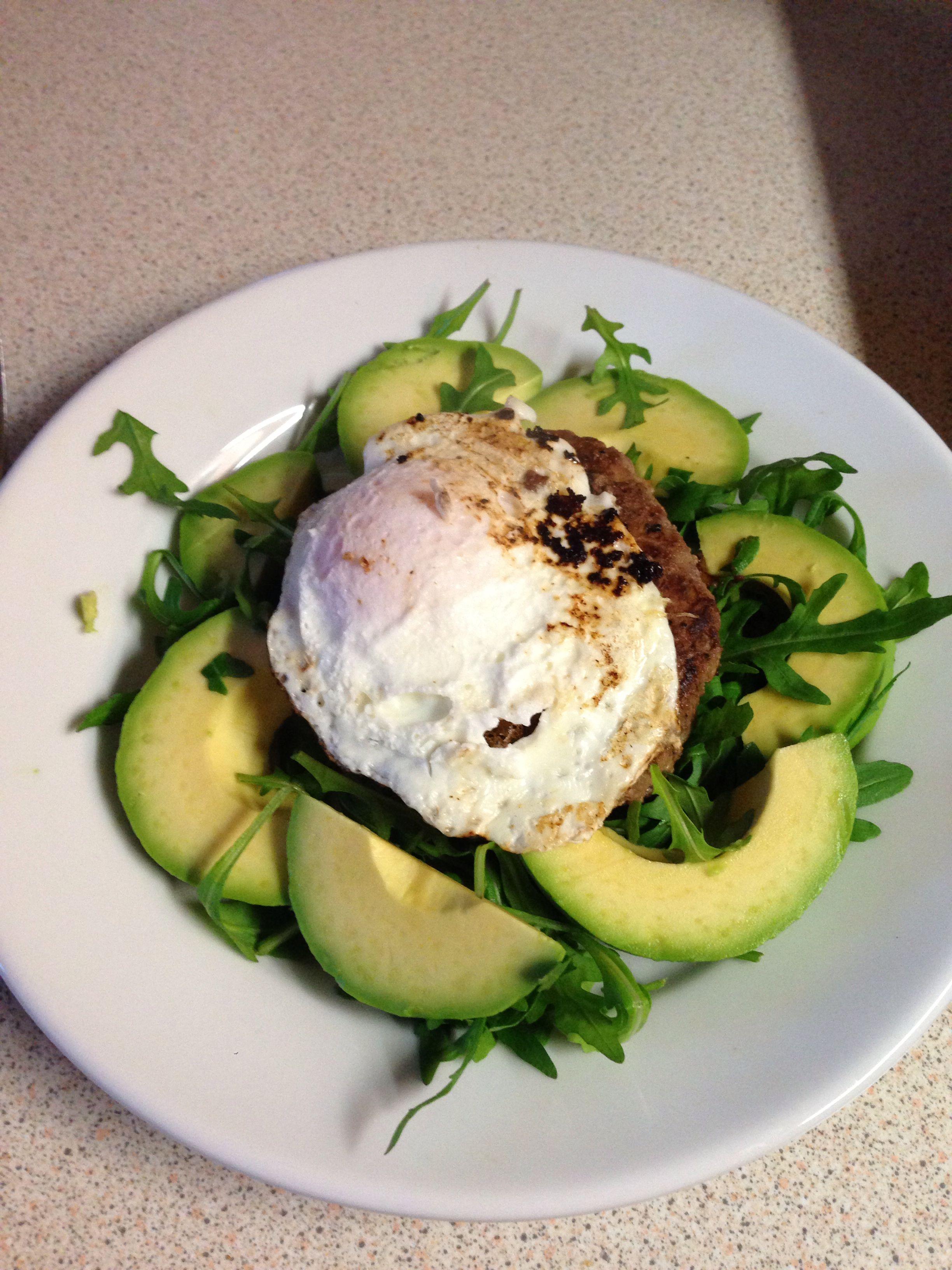 Leanin15 burger, avocado & egg   Workout food, Healthy ...