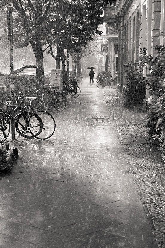 a chuva que esvazia nossas ruas.