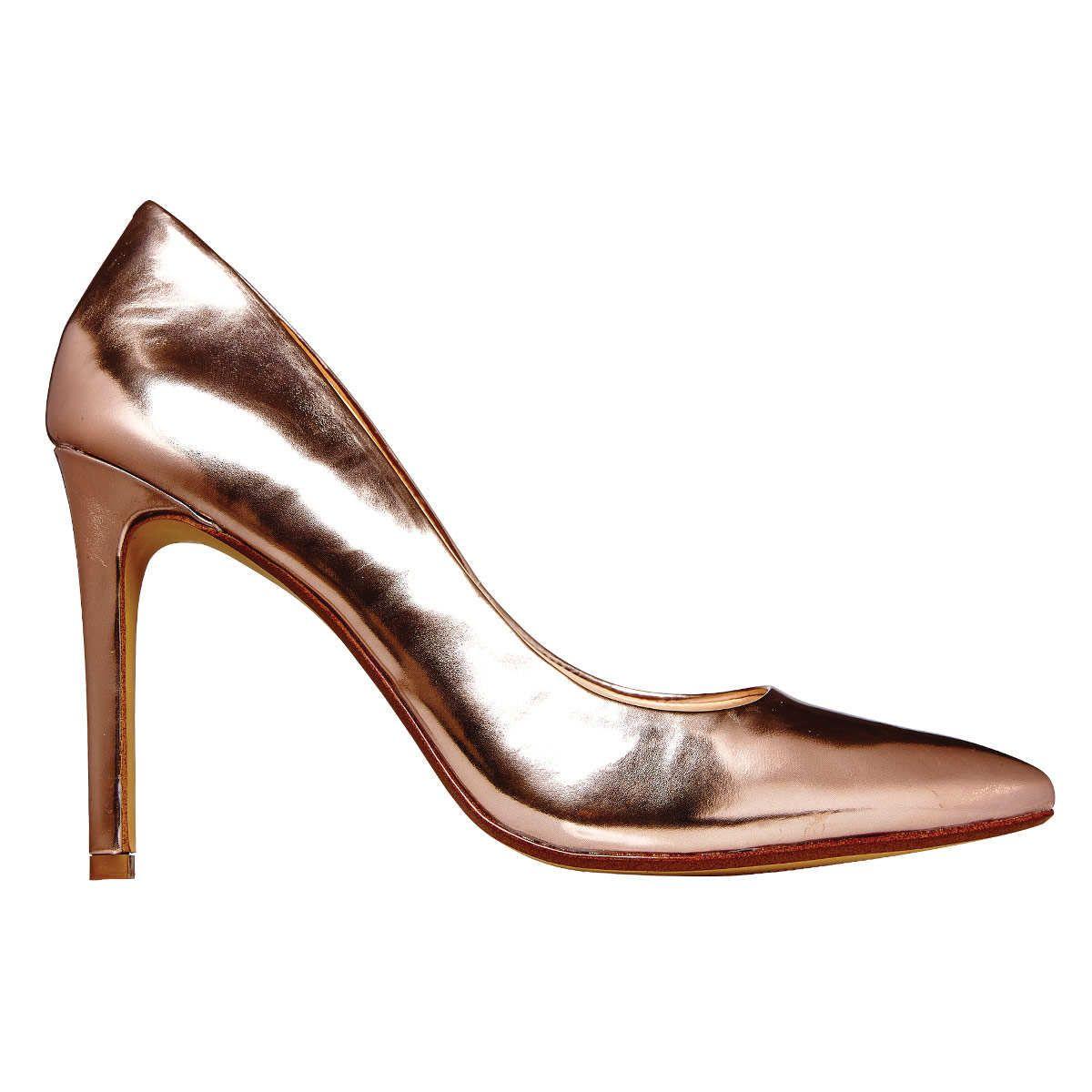 Mind Those Feet: Banana Republic metallic leather round-toe pumps. Photo: Bobby Doherty