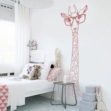 Ce sticker girafe à lunettes représentant une tête de girafe conviendra parfaitement pour la décoration dune chambre denfant ou une décoration de meuble