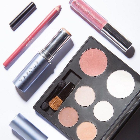 Some green beauty makeup favorites lately! You can never have enough neutral eye shadows I swear!!   @gabrielcosmetics palette  Berry lip liner (dying to buy their new palettes!!!!) @modernminerals  @lotuswei collab lip gloss @vapourbeauty bronzer  what makeup have u been loving lately that u think I might enjoy?   #TMfavorites