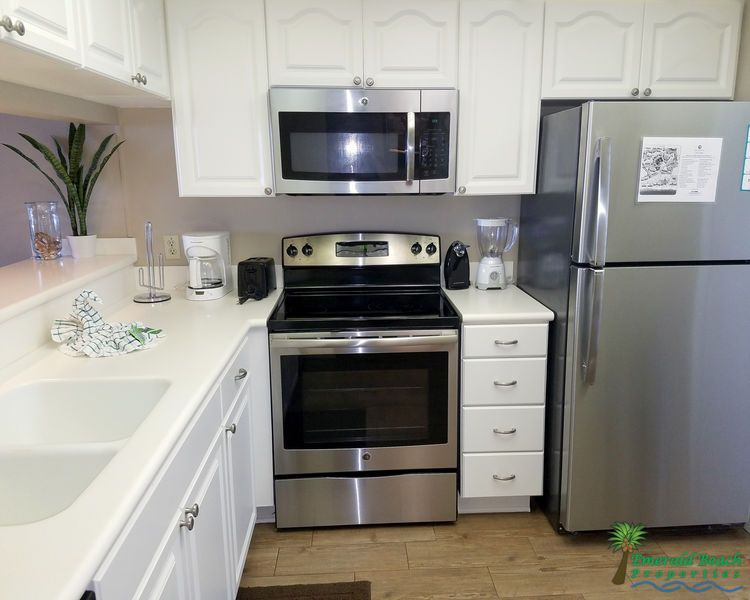 Pin by Rocio on Kitchen | Redo kitchen cabinets, Redo ...
