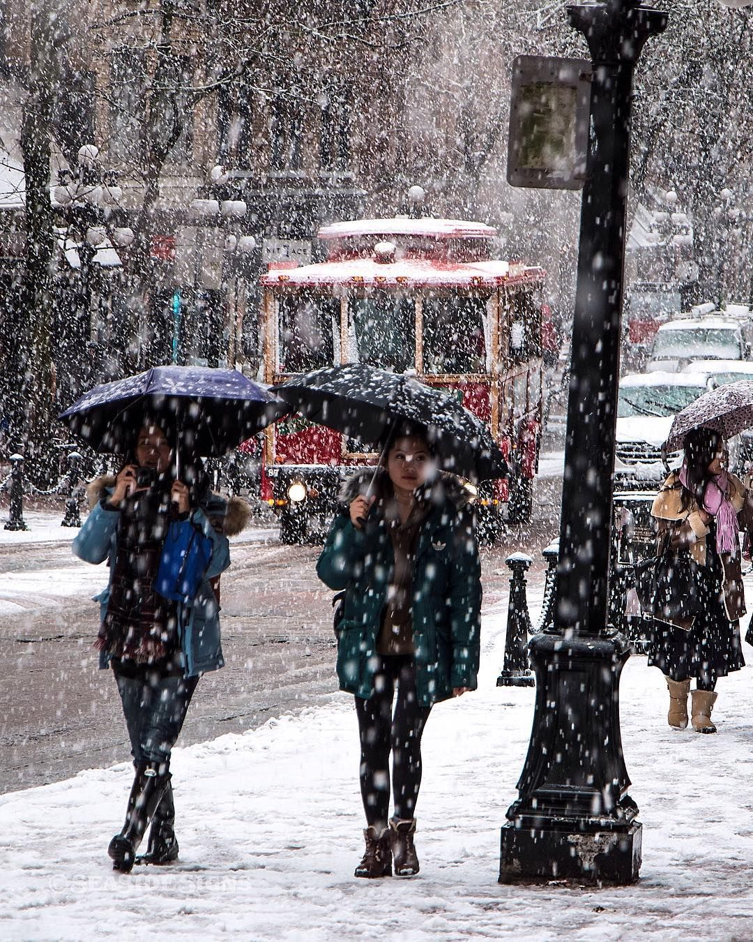 Gastown Vancouver: A White Gastown It's Snowing In Vancouver! A San Francisco